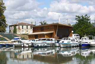 Hausboot-Hafen in Fourques sur Garonne