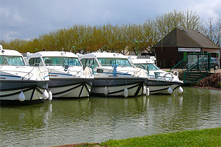 Hausboot-Hafen in Nevers-Plagny