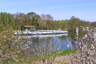 Hausboot-Hafen in Sireuil