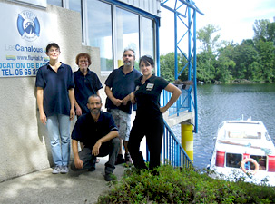 Hausboot-Team an der Basis Luzech