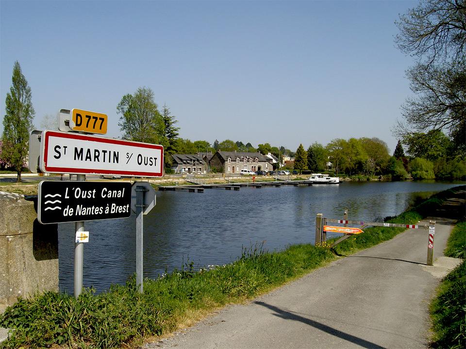 Saint-Martin-sur-Oust-am-Canal-de-Nantes-a-Brest.jpg