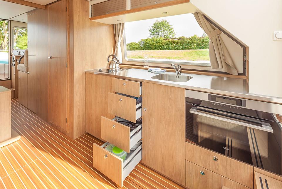 hausboot p nichette 950 e weitere bilder. Black Bedroom Furniture Sets. Home Design Ideas