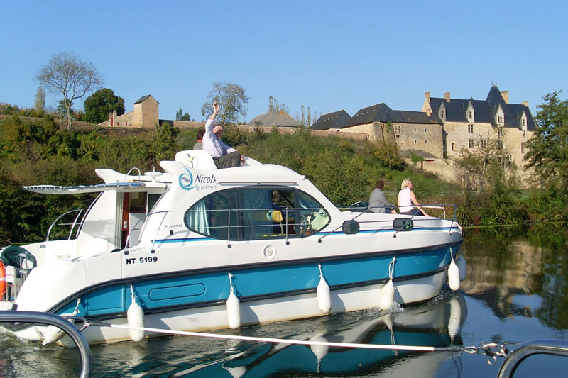 Hausboot mieten in anjou frankreich for Traditionelles hausboot mieten